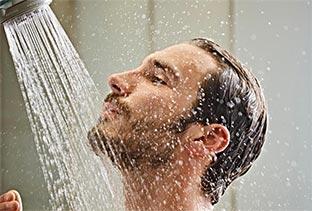 Κρύο Ντους – Γιατί Πρέπει να το Εντάξετε στις Καλοκαιρινές σας Συνήθειες